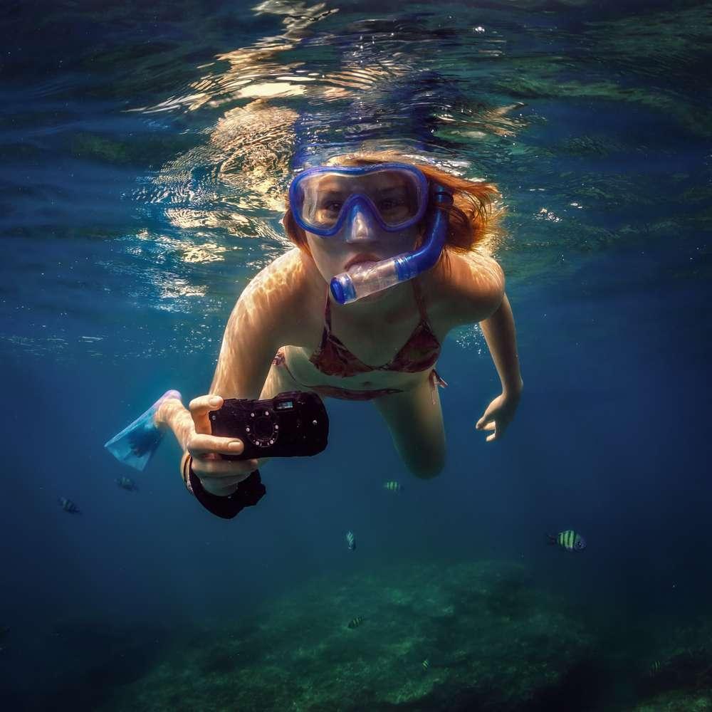 girl using underwater camera